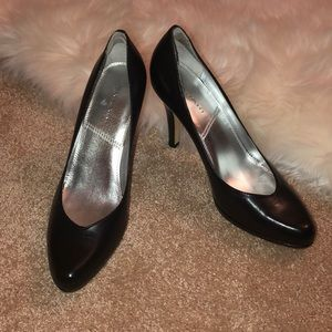 Tahari Lolly Pumps